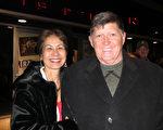 Carl Springer先生是位退伍陸軍上校,曾在美國陸軍服役30年。他說:「演出真是出類拔萃,我非常喜歡。天幕背景,服裝都美不勝收。 我將(神韻)票作為情人節禮物送給我太太。」(攝影:李新/大紀元)