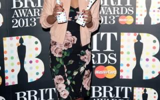 全英音樂獎揭曉 艾梅麗•桑德摘最佳女歌手