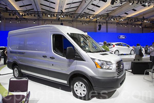全新2014福特Transit加入到最畅销的商用车阵容中。(摄影:艾文/大纪元)