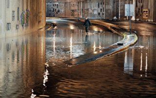 豪雨加洪水袭击雅典 道路被淹交通中断