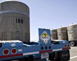 美国联邦及华盛顿州政府官员于2013年2月22日证实,汉福德核废料处理场(Hanford Nuclear Reservation)有至少有6个地下核废料储存槽外泄。图为汉福德核废料处理场的封装储存槽。(摄影:Jeff T. Green/Getty Images)