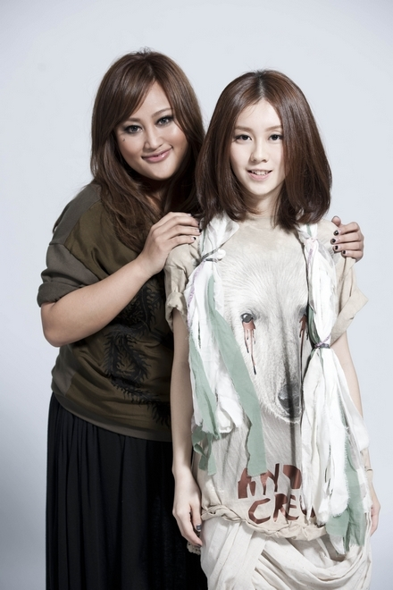 白安(右)與家家(左)將在五月天大馬站演唱會中擔任的特別嘉賓。(圖/Star Planet星藝娛樂提供)