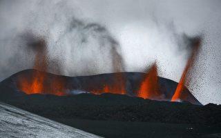 冰岛火山活动异常 当局升警戒