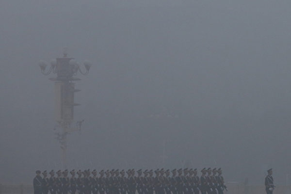 1月29日,霧霾籠罩下的天安門廣場。(法新社)(Feng Li/Getty Images)