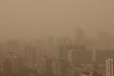 圖為2013年2月28日,北京的空氣污染嚴重情況。 (Feng Li/Getty Images)
