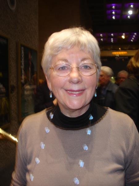 小提琴老師Sharon Beamer表示愛上了二胡(攝影:李景行/大紀元)