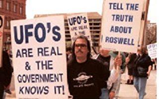 美國民眾抗議政府掩蓋幽浮真相。(法新社)