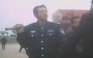 組圖:抗議關黑監獄 武漢訪民遭黑保安暴毆