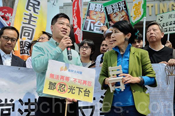 新民主同盟范国威议员(前左一)呼吁港人齐撑港台,撑香港的新闻自由,撑言论自由,撑表达自由。(摄影:宋祥龙/大纪元)