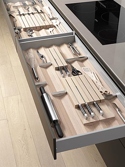 新型b3抽屉内置系统,可根据个人习惯随心所欲的调整,荣获2012优秀设计大奖以及建筑产品杂志的2012产品创新大奖。由橡木或胡桃木制成。(图/布尔托提供)