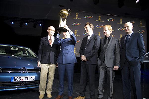 """德国大众高尔夫荣获 """"2013世界年度汽车大奖"""" (摄影:戴兵/大纪元)"""