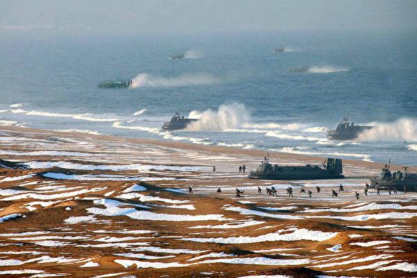 """朝鲜PS军演气垫船舰队以""""壮大军容"""""""