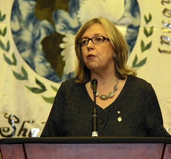 綠黨領袖伊麗莎白.梅擔憂中海油收購耐克森公司的後果,但她更擔憂《加中投資保護協定》(FIPA)。她說:「在法律修改或利潤減少時,《加中投資保護協定》給外國公司投訴的權利更大。」(攝影:Pam McLennan/大紀元)