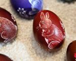 复活节彩蛋精美漂亮且富有装饰性,代表着人们的美好心愿,并互相分享季节更替的喜悦。(Adam Berry/Getty Images)