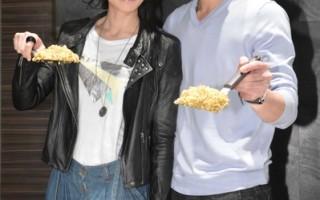 張勛傑李千娜現做「黃金炒飯」回饋粉絲