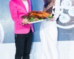 香港旅遊發展局與經濟貿易文化辦事處3日在台北舉辦「香港‧味道」美食藝術展,藝人任賢齊(左)、周麗淇(右)現身分享自己喜愛的香港美食。(攝影:陳柏州/大紀元)
