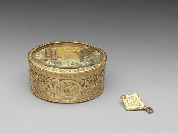 法国 约1780年 雕金机械自动音乐鼻烟盒。(台北故宫提供)