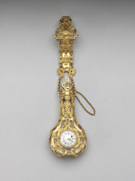 英国 约1765年 腰炼式金镶挂表玻璃鼻烟壶。(台北故宫提供)