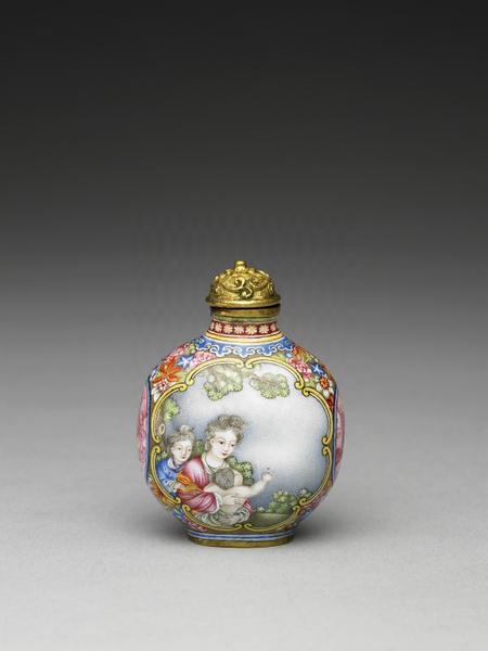 清 乾隆 铜胎画珐琅西洋母子鼻烟壶。(台北故宫提供)