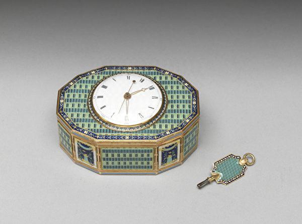 瑞士 约1785年 金胎画珐琅镶表音乐鼻烟盒。(台北故宫提供)