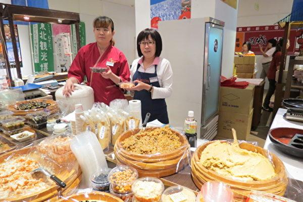 日本道地小吃料理美味緊抓消費者的味覺。 (攝影:蘇泰安/大紀元)