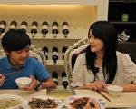 戴君竹在劇中升格飾演10歲小孩的媽,兩人越看越有母子臉。(圖/公視提供)