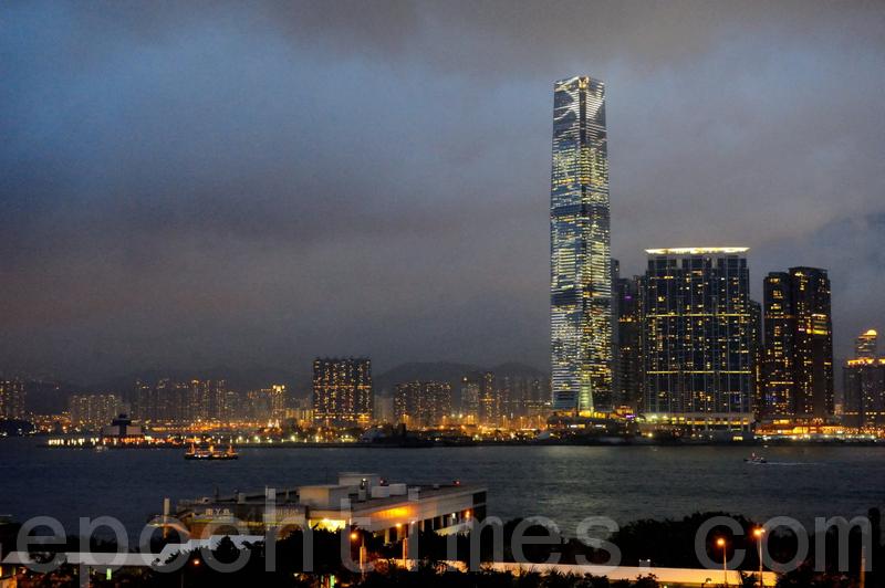 譚笑飛:評「經濟發展解決香港問題」