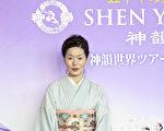 當日身著日本傳統和服來觀看演出的小西雅美女士。(攝影:余鋼/大紀元)