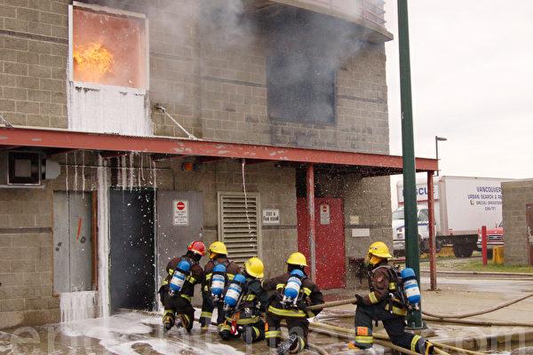 培养未来领袖 温哥华中学生演习消防灭火