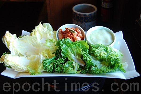 華園的所有調味料都是自家配製,均取材於自然原料,不加任何味精,有益食客健康。(攝影:安吉/大紀元)