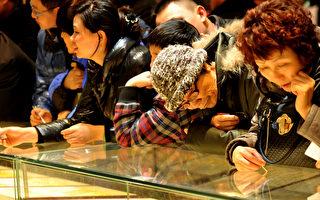 黃金價續暴跌 對決華爾街大鱷?中國大媽被套牢