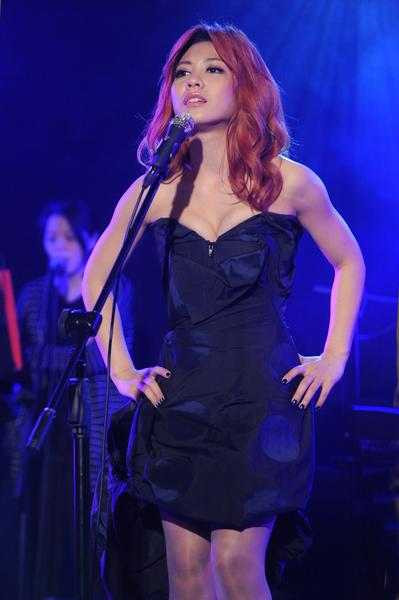 艾怡良以首张专辑《如果你爱我》入围最佳新人。(图/索尼音乐提供)