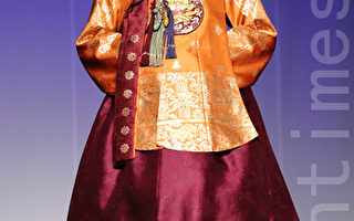 组图:韩国著名设计师李英姬韩服时装秀
