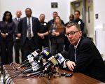 圖︰洛杉磯聯合學區督導約翰‧迪希(John Deasy) 去年2 月在南區2 號高中的 記者招待會上演講。﹙Getty Image﹚