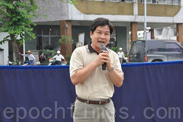 美浓区长谢鹤琳表示,非常欢迎法轮大法洪法队伍来美浓,将大法的美好带给乡亲。(摄影:李晴玳/大纪元)