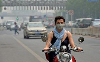 北京遭雾霾高温袭击 全城昏黄再现严重污染
