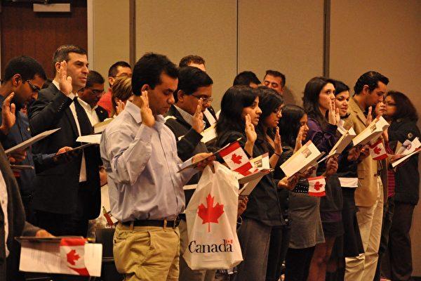 加拿大入籍等待时间长 专家吁改革