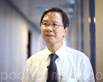 香港立法會議員郭家麒批評港府礙於中共的政治壓力,遲遲不禁止活雞進口。(攝影:潘在殊/大紀元)