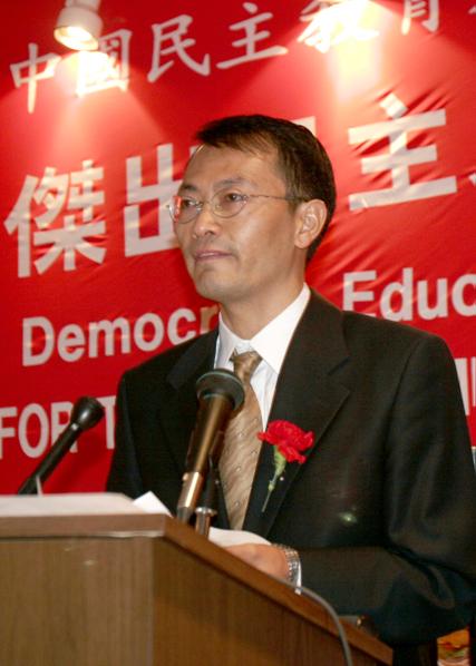 图:2006年,焦国标曾到加州湾区领取由中国民主教育基金会颁发的杰出民主人士奖。(摄影:马有志/大纪元)