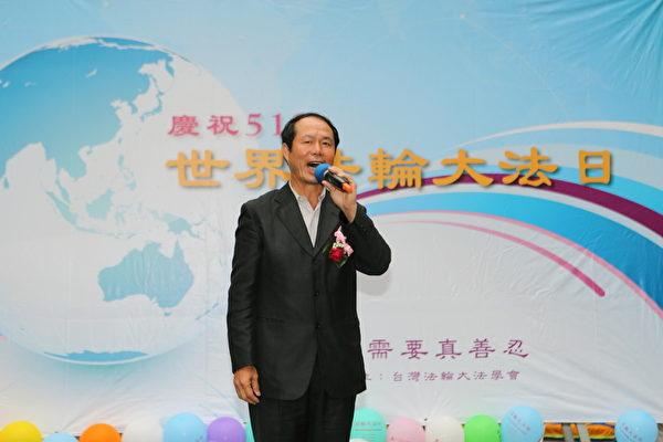 前立委黄仁杼认同法轮功提升人类健康、促进世界和平的精神。(摄影:林仕杰/大纪元)