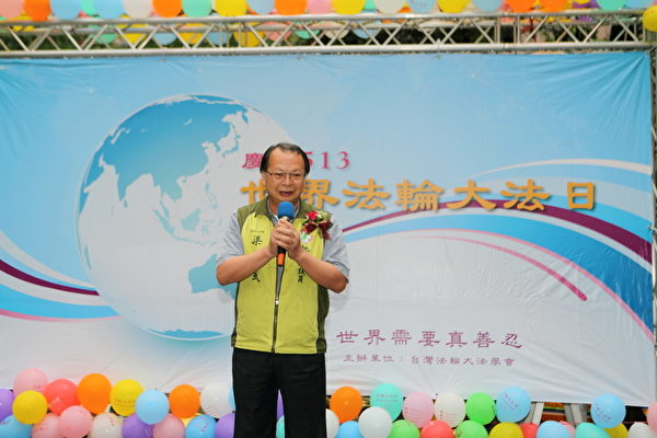桃园县县议员梁新武祝贺513法轮大法日(摄影:林仕杰/大纪元)