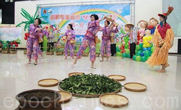 头屋象山社区发展协会客家剧坊表演。(摄影:许享富 /大纪元)