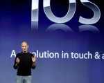 曾经是狂热苹果迷的福布斯专栏作家Greg Satell撰文剖析了苹果失势的3大原因。(Ryan Anson/AFP/Getty Images)