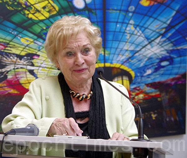 欧洲议会财务官,卢森堡友台协会主席阿斯特里德·露林(Astrid Lulling )女士在开幕式上发言。(摄影:萧然/大纪元)