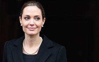 好莱坞著名影星朱莉切除双乳防癌 引广泛关注