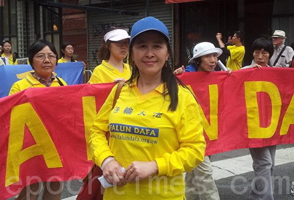 游行主办单位负责人易蓉。(摄影:陈天成/大纪元)