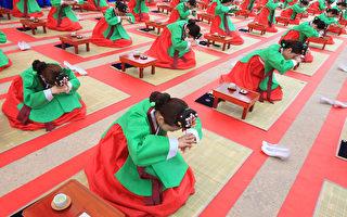 组图:韩国成年日 少女举行成人仪式