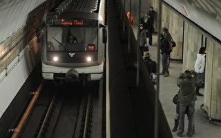 布拉格地铁出招 撮合单身男女
