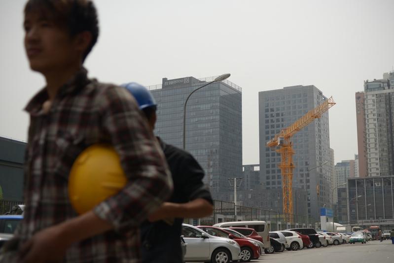 中共發改委印發通知,要求在多方面實現「新型城鎮化」,分析認為中國經濟下行, 解決房地產泡沫是主因。(WANG ZHAO/AFP)