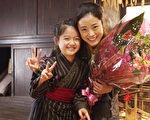 《阿信》電影版由新人童星濱田茲音,與日本女星上戶彩飾演母女。(圖/海鵬提供)